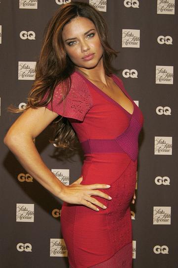 Noticias Breves: Adriana Lima firmando CQ's